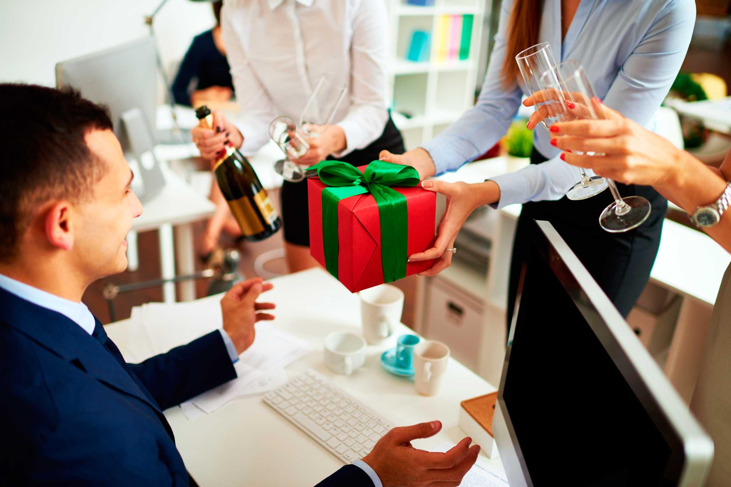 Gợi ý Quà tặng đồng nghiệp cao cấp nhất cho bạn