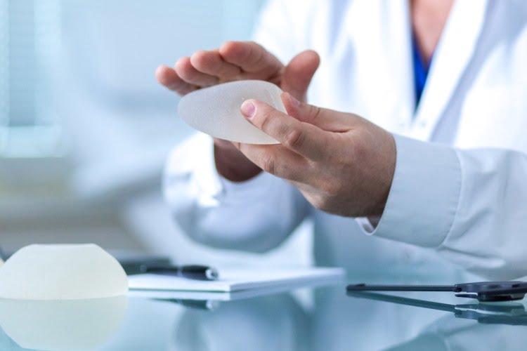 Những điều cần biết sau phẫu thuật nâng ngực